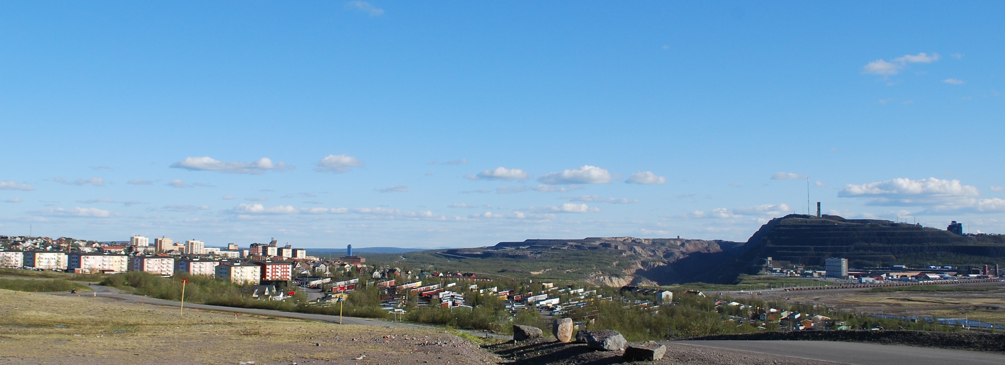 Figure 3. Kiruna Town and Kiirunavaara mine. (Source: Linda Stihl)
