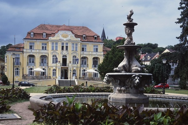 Picture 1: One of the spa houses in Teplice (source: lecebnelazne.cz)